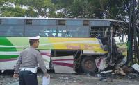 Truk Tangki Tabrak Bus Dewi Sri di Pantura, Sejumlah Orang Luka-Luka