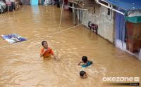 Cerita Warga Kampung Pulo Hidup Berdampingan dengan Banjir
