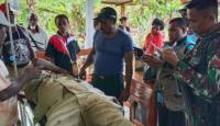 Anggota Satgas Yonif 754 Bantu Korban Kecelakaan di Distrik Bonggo Timur Papua