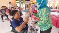 Atasi Kelangkaan, Penyandang Disabilitas Produksi Masker Berbahan Kain