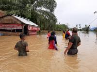 Banjir Rendam Rumah di Agam, Warga Dievakuasi Pakai Perahu Karet