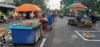 Pasar Tradisional di Surabaya Mulai Terapkan Physical Distancing