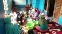 Tradisi Syawalan di Pekalongan, Warga Gelar Makan Lontong Lodeh