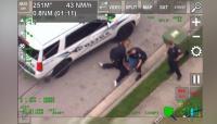 Mirip Penahanan Floyd, Polisi Florida Terekam Tindih Leher Pria Kulit Hitam dengan Lutut