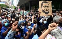 Petugas Medis New York Ikut Turun ke Jalan Berdemonstrasi Protes Rasisme