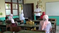 Tak Punya HP, Puluhan Orangtua Murid di Tangsel Jemput Soal Ujian ke Sekolah
