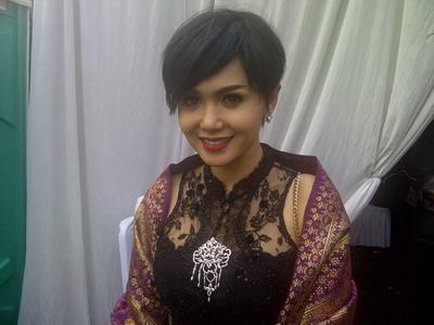 Kerinduan Yuni Shara Pecah Bertemu Suami di Penjara
