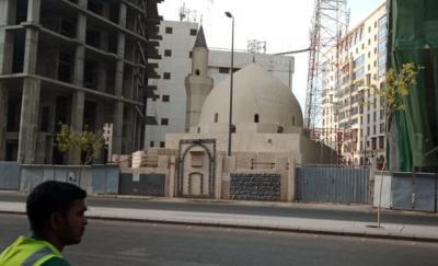 Nasib Masjid Umar bin Khattab yang Terhimpit Dua Hotel Mewah
