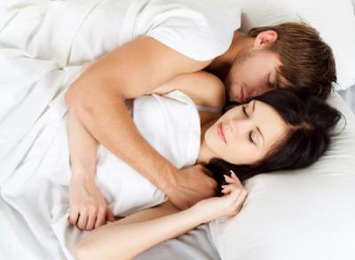 Nikmat dan Seksinya Gaya Seks Papan Selancar, Mau Coba?