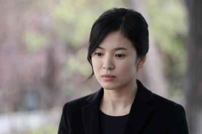 Song Hye Kyo Tampil Elegan sekaligus Dingin dalam Stills Encounter