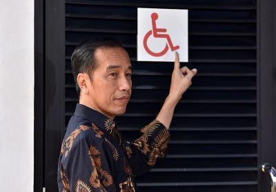 Tinjau GBK Ramah Disabilitas, Presiden Jokowi Minta Pintu dan Wastafel Disesuaikan