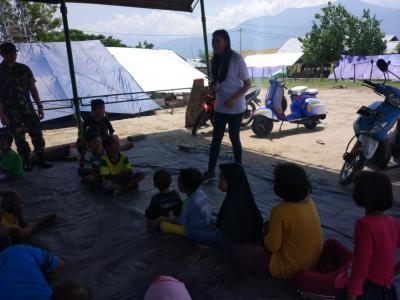 Miss Indonesia 2018 Terjun Langsung Atasi Trauma Anak-anak Korban Bencana Palu