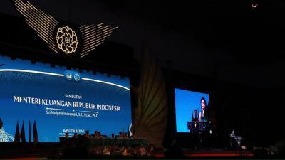 Sri Mulyani ke Wisudawan STAN: Jangan Pernah Lelah Mencintai Indonesia
