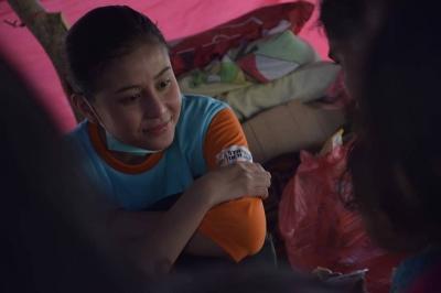 Jadi Relawan di Palu, Awkarin Bikin Netizen Terkejut dan Salut