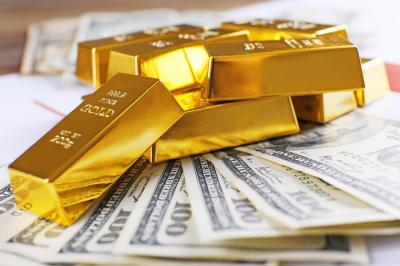Harga Emas Berjangka Naik berkat Anjloknya Pasar Saham AS