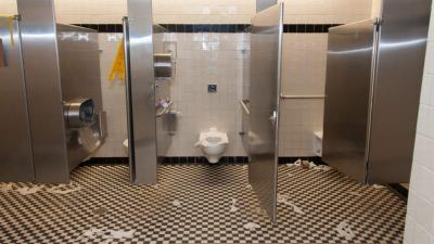 Ingin Buang Air ke Toilet Umum? Hati-Hati 7 Benda Ini Jadi Sarang Kuman dan Bakteri!