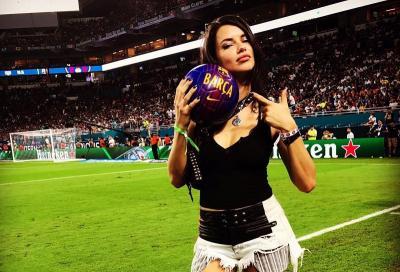 5 Gaya OOTD si Seksi Adriana Lima, Supermodel yang Baru Pensiun dari Victoria Secret