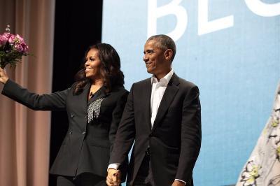Talkshow Tentang Buku Terbaru, Michelle Dapat Kejutan Romantis dari Barack Obama