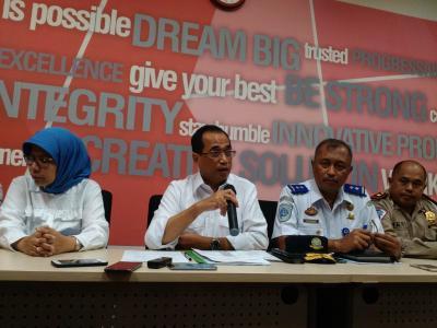 Proyek Kereta Cepat dan LRT di Tol Jakarta-Cikampek Dihentikan Sementara