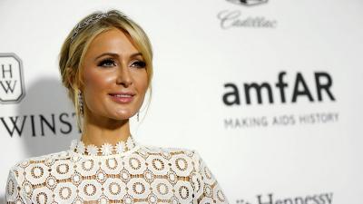 Paris Hilton dan Chris Zylka Putus setelah 10 Bulan Bertunangan