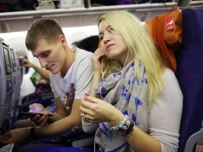 5 Tips Ampuh Mengusir Rasa Bosan saat Berada di Dalam Pesawat