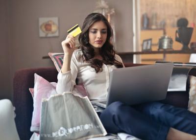 Mana yang Lebih Menguntungkan Belanja Online atau ke Toko Langsung?