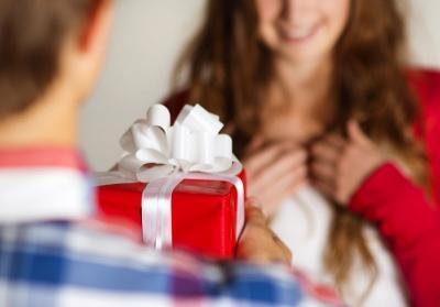 6 Inspirasi Kado Akhir Tahun untuk Pasanganmu