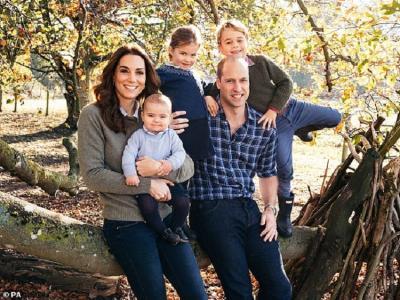 Pemotretan Christmas Card, Putri Charlotte Pinjam Baju Pangeran George