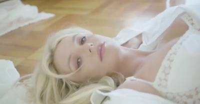 Promosikan Produk Parfum Baru, Britney Spears Nampak Seksi dengan Lingerie