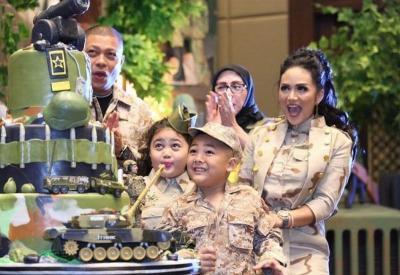 Hadiri Ulang Tahun Anak Krisdayanti, Kahiyang Ayu Berbusana Army Cantik Banget