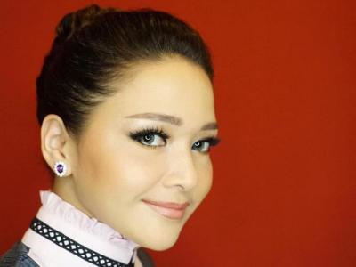 Gaya Rambut Maia Estianty Dikepang Kembar, Cantik Mirip ABG Jadul