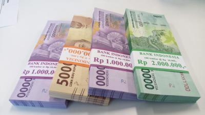 Ikuti Pasar Saham, Rupiah Melemah ke Rp14.615 USD
