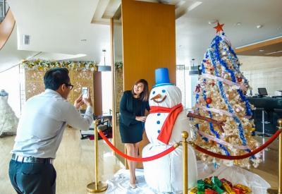 Jelang Natal, Boneka Salju Sambut Wisatawan di Kawasan Kota Lama, So Sweet