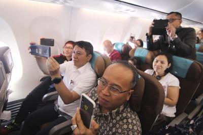 Hadirkan Live Musik Pesawat Netizen Kritisi Garuda Indonesia