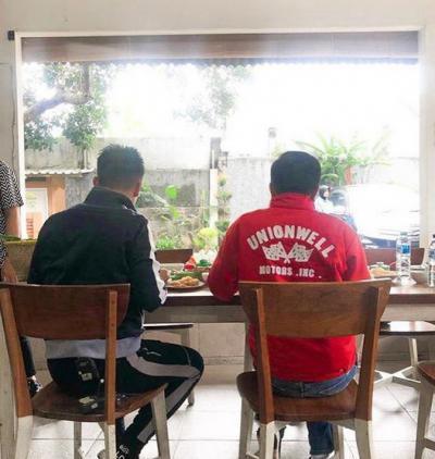 Nge-vlog Bareng, Ini yang Disantap Boy Willam dan Jokowi di Bogor