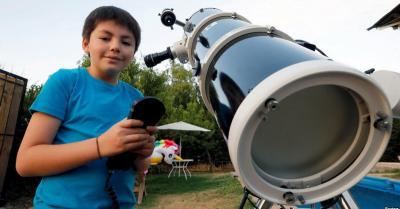 Ingin Jadi Astronot, Bocah 10 Tahun Punya Teleskop Seharga Rp42,7 Juta