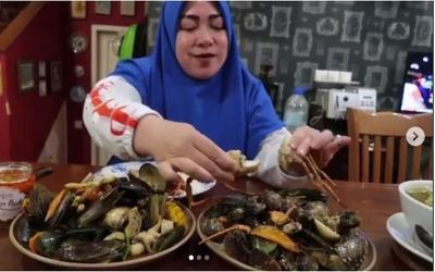 Melly Goeslaw Mukbang Seafood Kiloan, Netizen Auto Nelen Ludah