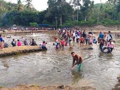 Pemandian Batu Tunggal, Diserbu Wisatawan Lokal yang Ingin Berendam