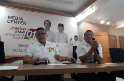 Hasto: Jokowi Pakai Baju Putih & Prabowo Hitam saat Debat Kedua