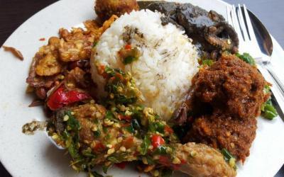 Tarik Minat Penumpang, Maskapai Ini Suguhkan Menu Nasi Padang