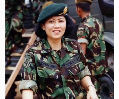 "Ani Yudhoyono Pakai Seragam Tentara, Netizen : ""Ayune Jenengan"""