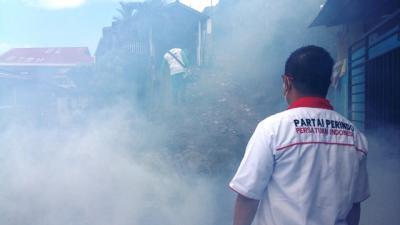 Antisipasi Penyakit DBD, Caleg Perindo Lakukan <i>Fogging</i> di Manado
