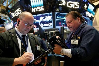 Wall Street Mendatar, Saham Boeing Anjlok Seret Indeks Dow Jones