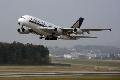 Pesawat Singapore Airlines Batal Terbang karena Tabrak Garbarata