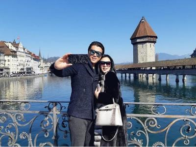 Bulan Madu di Swiss, Syahrini Kalap Makan Oyster Sampai 2 Ronde