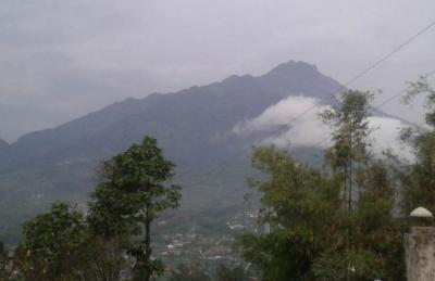 Gunung Merapi 3 Kali Semburkan Awan Panas