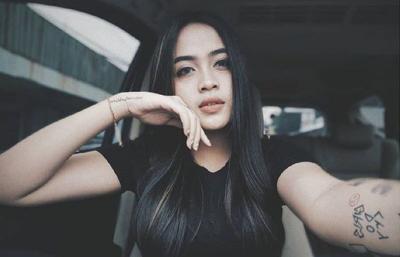 Potret Cantik Biduan Dangdut Xena Xenita, Body-nya Aduhai Banget!