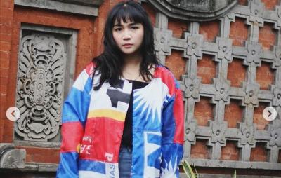 Desainer Muda Ini Daur Ulang Spanduk Partai Jadi Jaket Super Hypebeast
