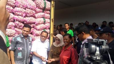 Operasi Pasar, Harga Bawang Putih di Pasar Induk Kramat Jati Rp25.000 Kg