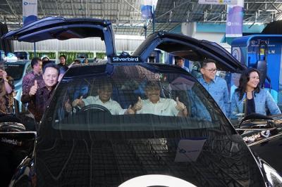 Taksi Listrik di RI dan Meledak di China